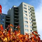 Herbstliches Bild von Hochhaus am oberen Richtsberg