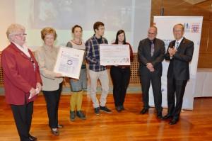 Bild von der Überreichung des Demographiepreis 2013 mit den Mitarbeitern